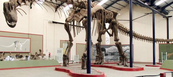 Agua potable y energía a partir de la orina, latinos ganan en la Feria Científica de Google, y Argentina exhibe restos del dinosaurio 'más grande del mundo'.